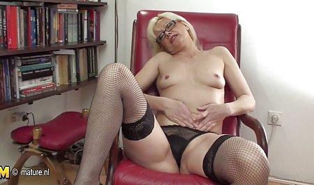Підліток порно з молодою блондинкою наповнений великий пеніс